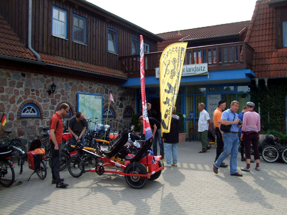 toxy-liegerad_trimobil-dreirad_festival-waren2011-pause.jpg
