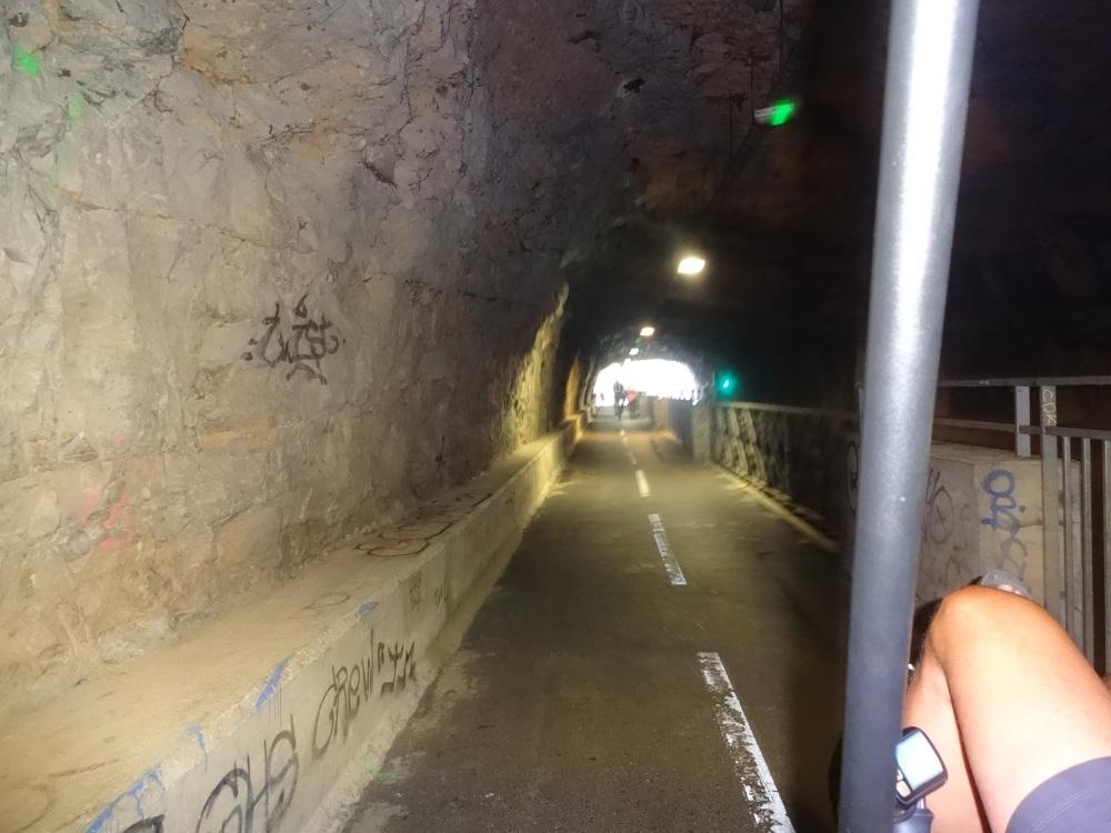 2018-09-09-16-fahrradtunnel-bei-besancon.JPG