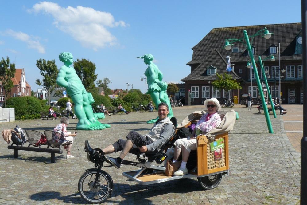 trimobil_strandkorb-rikscha_fahrrad-taxi_db-bahnhof-sylt.jpg