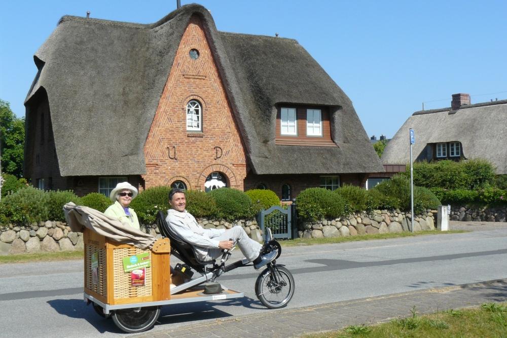 trimobil_strandkorb-rikscha_fahrrad-taxi_reetdach-sylt.jpg