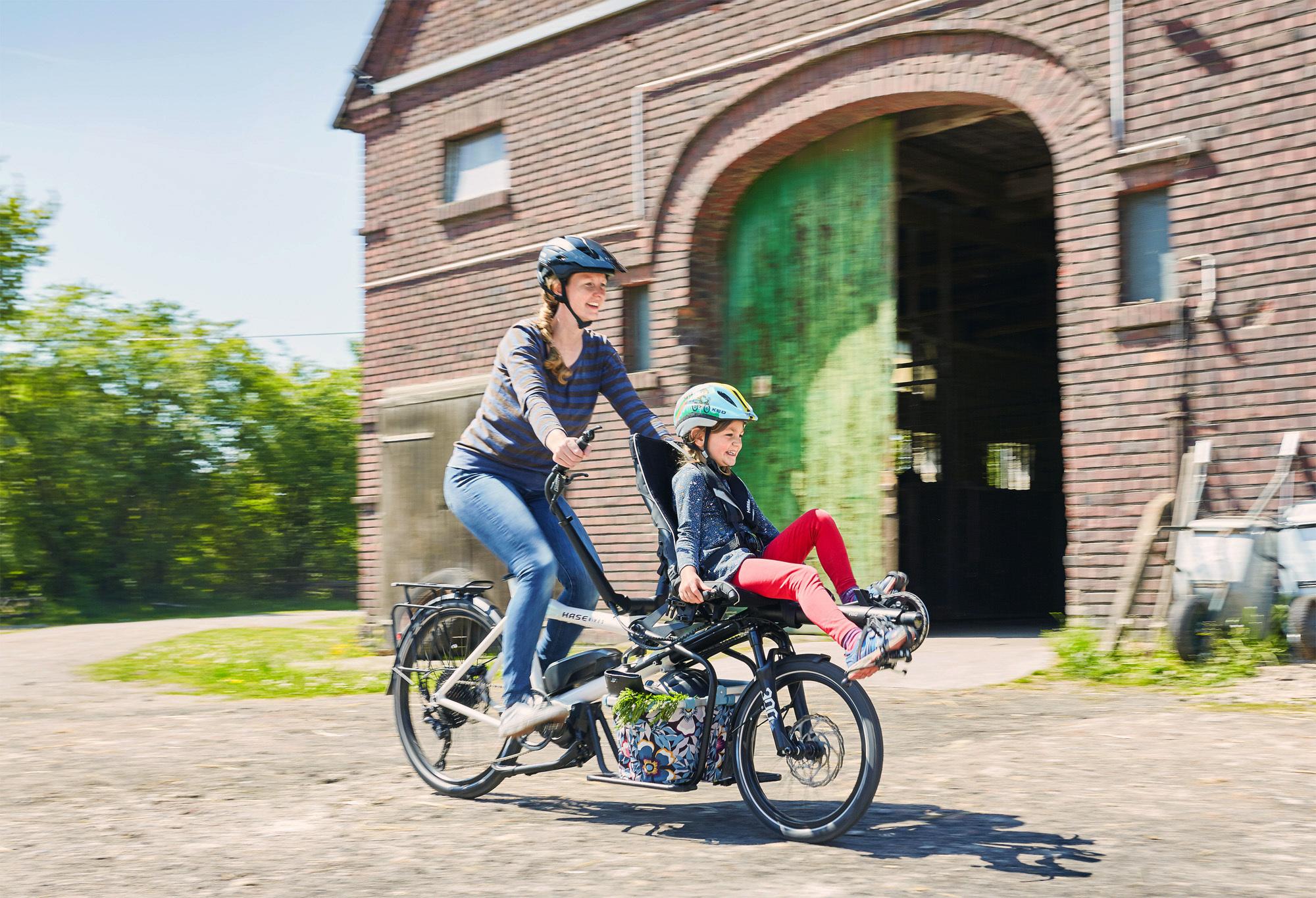 hase-pino-steps-2021-kompakt-e-reha-tandem-reiserad-lastenrad-und-kindertaxi-in-einem--premiere-und-probefahrt-hamburg.jpg